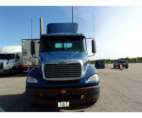 2011 Freightliner Columbia Day Cab 1