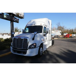 2016 Freightliner Cascadia in OR