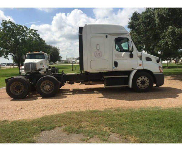 2011 Freightliner Cascadia in TX