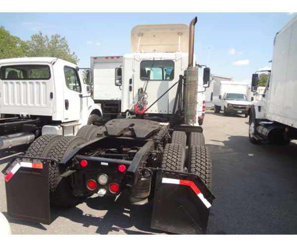 2008 Freightliner Columbia Day Cab4