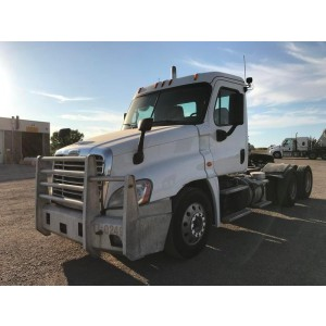 2015 Freightliner Cascadia Day Cab in SD