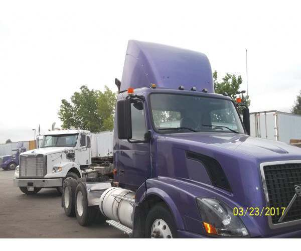 2008 Volvo VNL64T300 Day Cab in IL