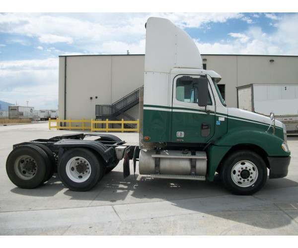 2009 Freightliner Columbia Day Cab 6