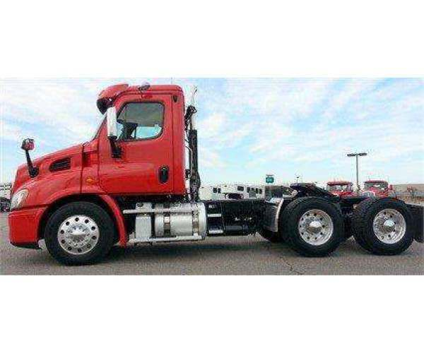 2014 Freightliner Cascadia Day Cab 3