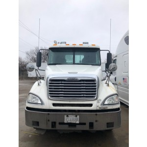 2005 Freightliner Columbia Day Cab in MO