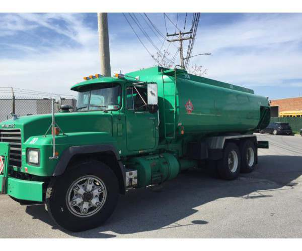 2002 Mack RD690S Heating Oil Fuel Tanker