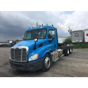 2011 Freightliner Cascadia Day Cab in OH