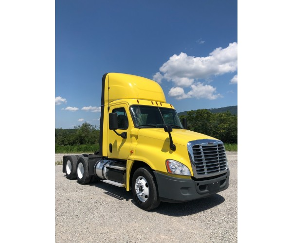 2017 Freightliner Cascadia Day Cab