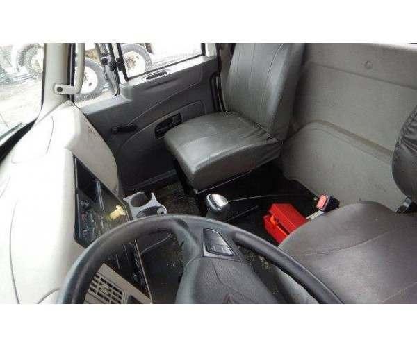 2013 International 4300 Day Cab3