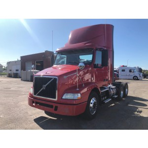2014 Volvo VNM 200 Day Cab in IL
