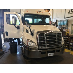 2015 Freightliner Cascadia Day Cab in CT