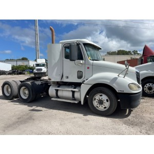 2009 Freightliner Columbia Day Cab