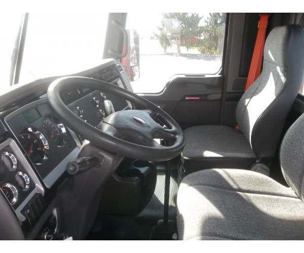 2013 Kenworth T660 Day Cab seats