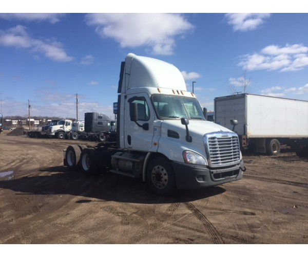 2010 Freightliner Cascadia Day Cab in WI