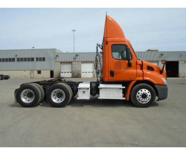 2011 Freightliner Cascadia Day Cab4