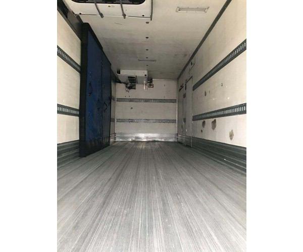 2010 Freightliner M2 Reefer Truck 1