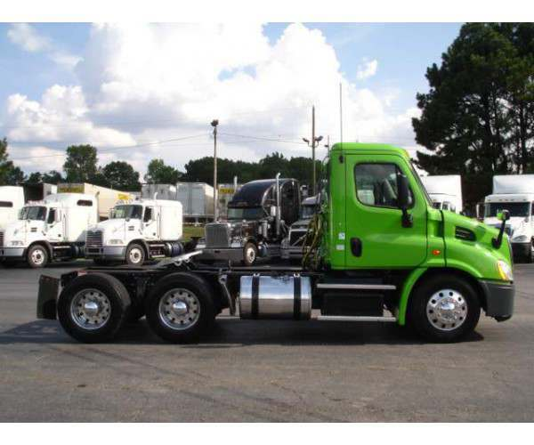 2013 Freightliner Cascadia Day Cab 2