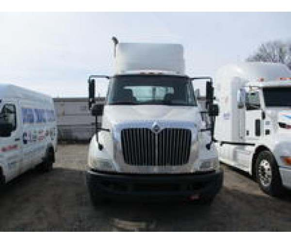 2009 International 8600 Day Cab 8