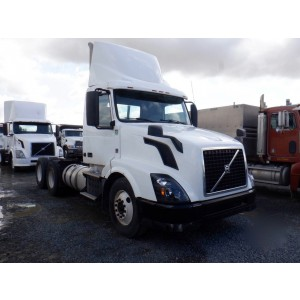 2013 Volvo VNL 300 Day Cab