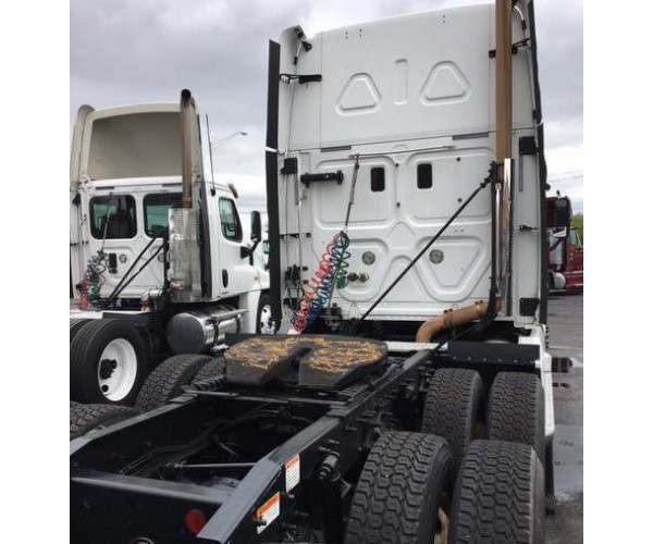 2012 Freightliner Cascadia 2