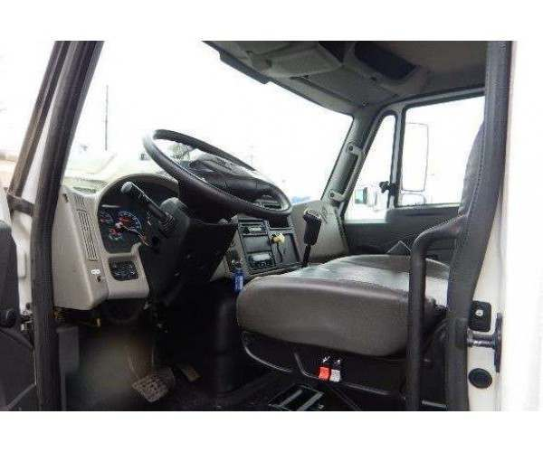 2013 International 4300 Day Cab 1