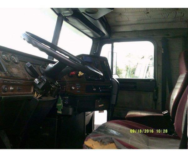 1993 Freightliner FLD Flattop 6