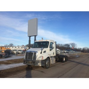 2015 Freightliner Cascadia Day Cab in MN