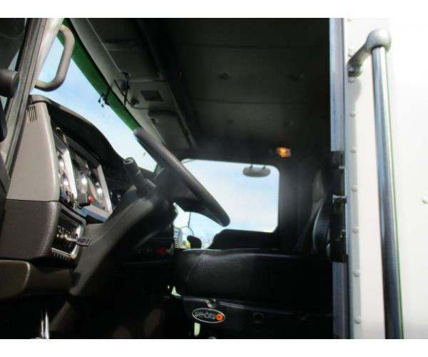 2011 Kenworth T800 Dump Truck 1