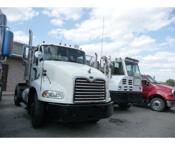 2007 Mack CXU612 Day Cab in PA