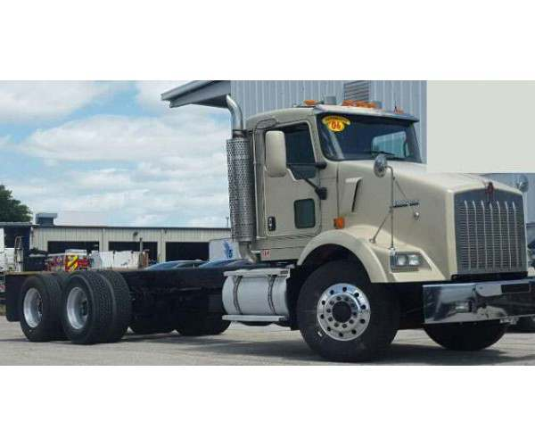 2006 Kenworth T800 Day cab with Cat C13, new turbo, located in Florida, wholesale, ncl truck sales