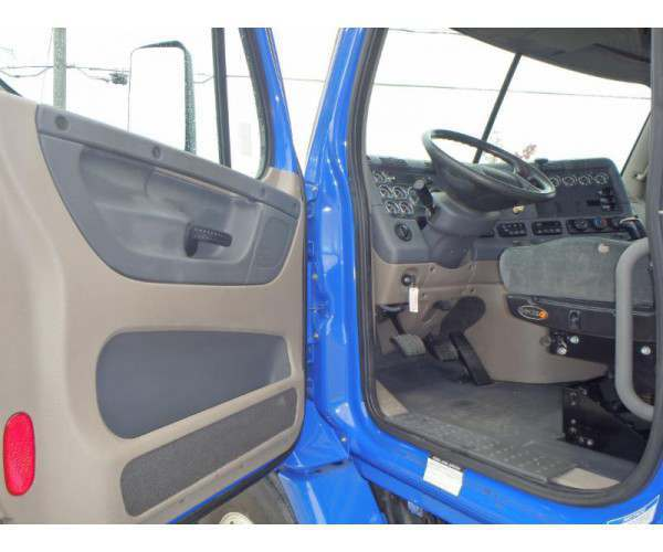 2010 Freightliner Cascadia Day Cab 11