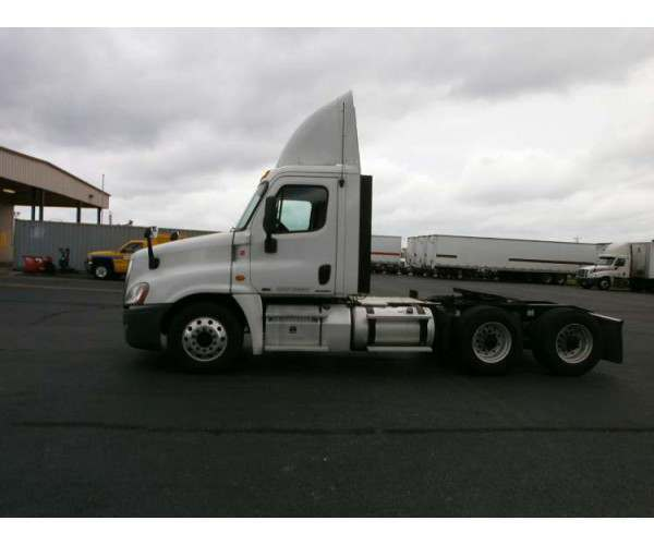 2012 Freightliner Cascadia Day Cab 1