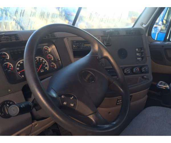 2011 Freightliner Cascadia Day Cab 1