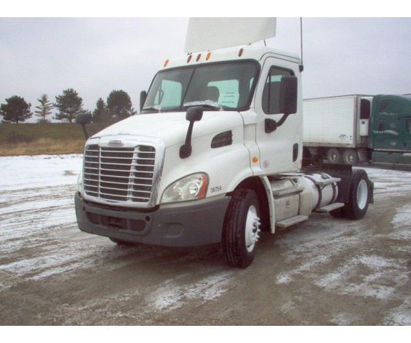 2012 Freightliner Cascadia Day Cab in WI