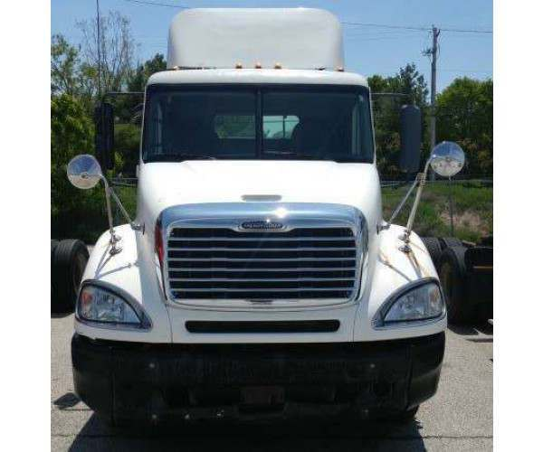 2005 Freightliner Columbia Day Cab 2
