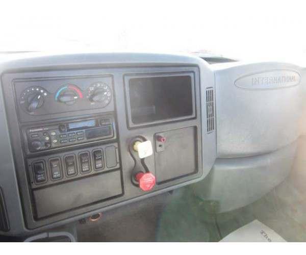 2006 International 7400 Day Cab 1