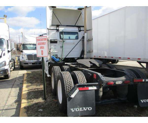 2012 Volvo VNL 300 Day Cab 2