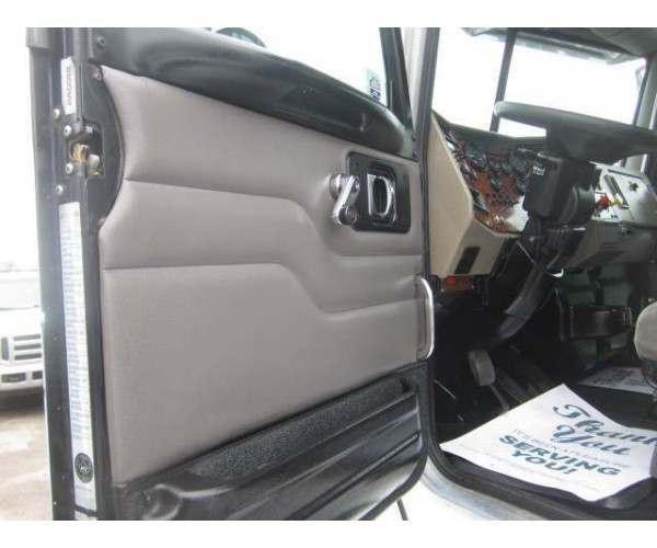 2005 Peterbilt 335 Day Cab 8