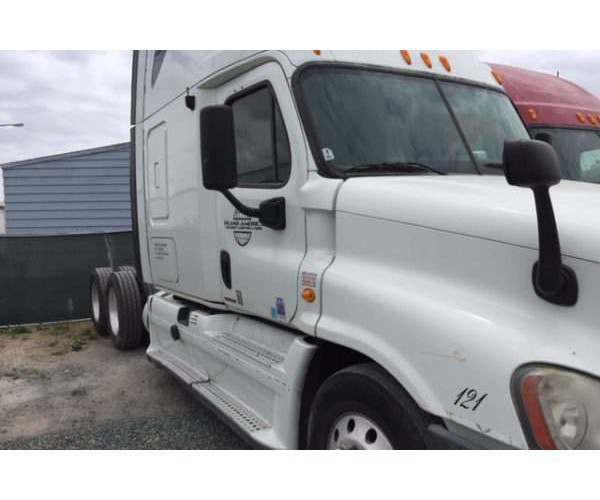 2008 Freightliner Cascadia with 14L Detroit in California, wholesale truck deal, ncl trucks