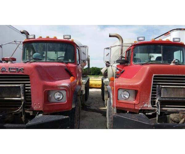 1996 Mack DM690S Mixer Truck 4