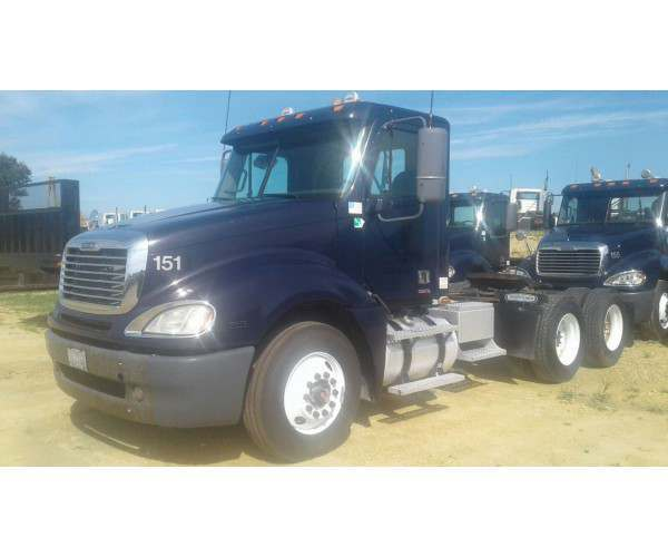 2008 Freightliner Columbia Day Cab 2