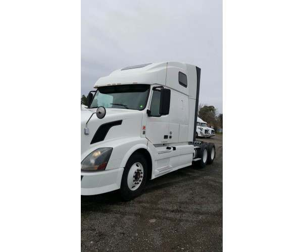 2012 Volvo VNL 670 with D13 engine in California, wholesale truck deal