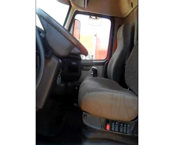 2013 Volvo VNL 300 Day Cab