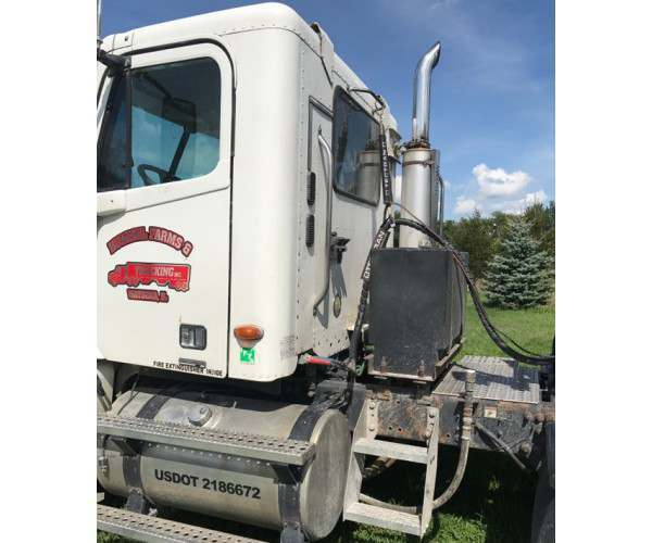 2004 Freightliner Columbia Day Cab in IL