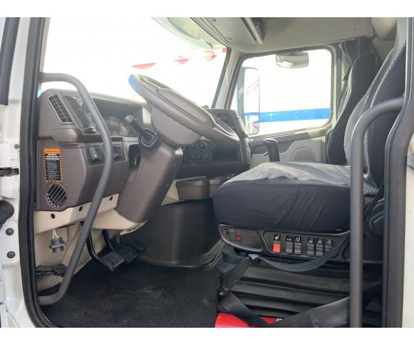 2012 Volvo VNL 670 in Bethlehem, PA