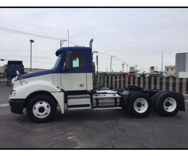 2009 Freightliner Columbia Day Cab in IL