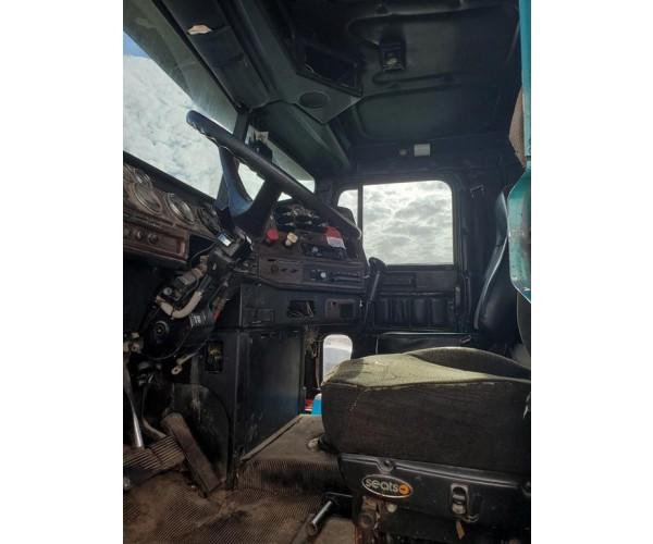 2000 Freightliner FLD Day Cab in AL
