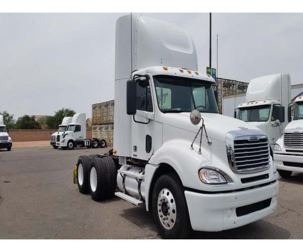 2009 Freightliner Columbia Day Cab 4