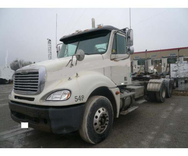 2005 Freightliner Columbia Day Cab
