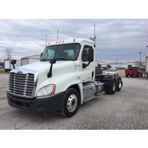 2013 Freightliner Cascadia Day Cab in IL